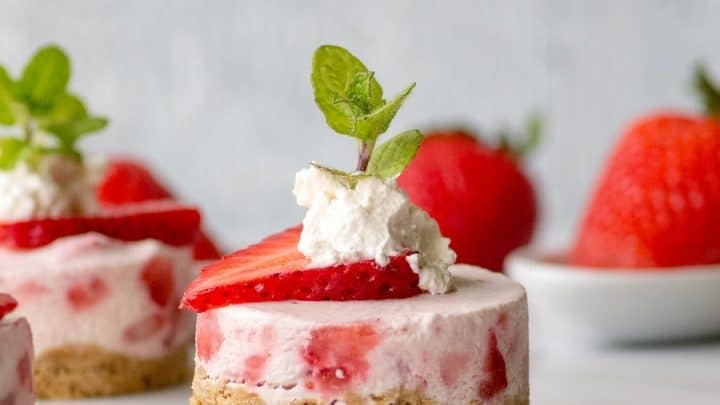 Gluten-Free No-Bake Mini Strawberry Cheesecakes